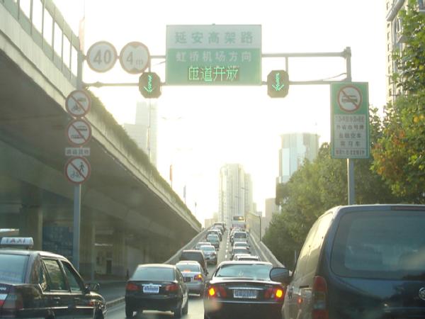 城市快速路设计规程第九章交通安全与管理设施