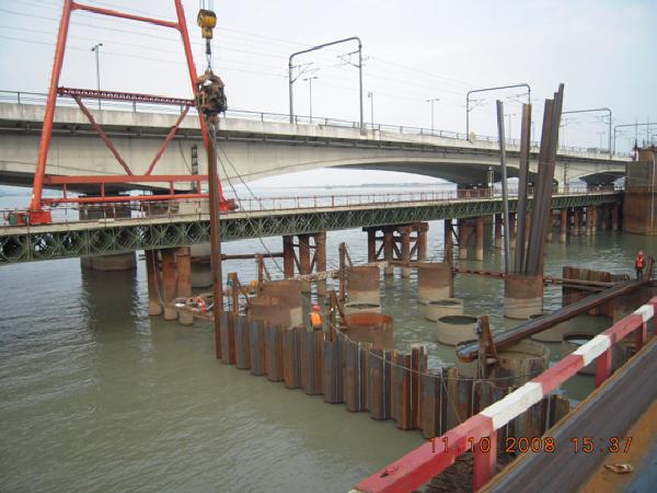 改造铁路新桥钢板桩施工承台简介