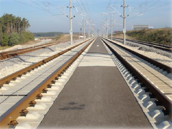 京沪高速铁路纵连板式无砟轨道设计原理与方法