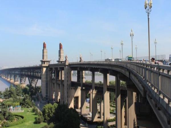景观桥梁设计浅谈(力与美的交融)