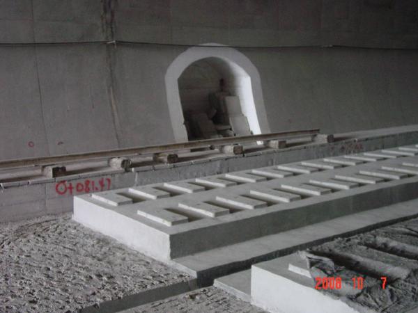 铁路隧道底部结构及防排水设计