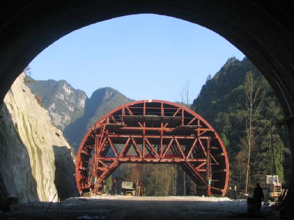 提高富水岩溶隧道衬砌防水合格率
