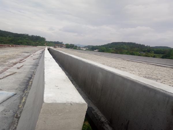 建恩高速桥梁工程防撞护栏技术培训
