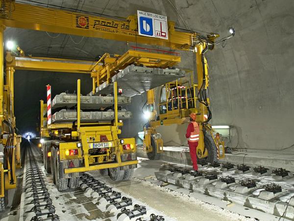铁路隧道双块式无砟道床施工技术总结