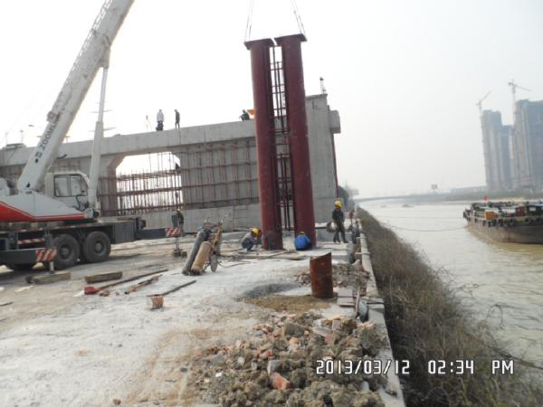 浅谈钢桁架梁桥位拼装的施工工艺及难点控制
