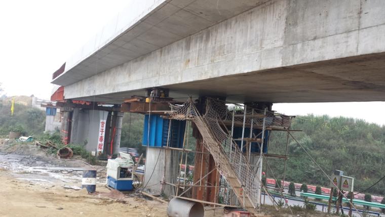 混凝土弯坡连续梁桥多向步履式顶推关键技术