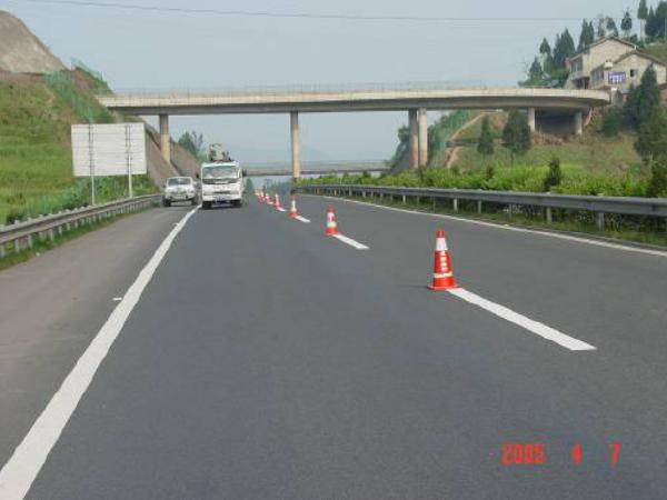 公路养护工程沥青路面裂缝处治技术总结