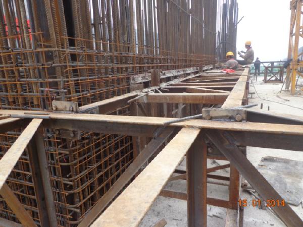 高速公路128m桥梁高墩滑模施工工法