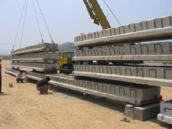 混凝土简支体系梁式桥的构造与设计(72页)
