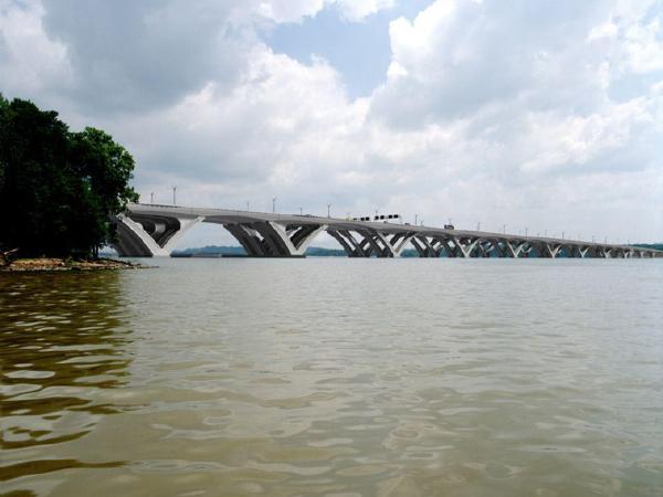 混凝土梁式体系桥梁的设计与构造PPT(136页)