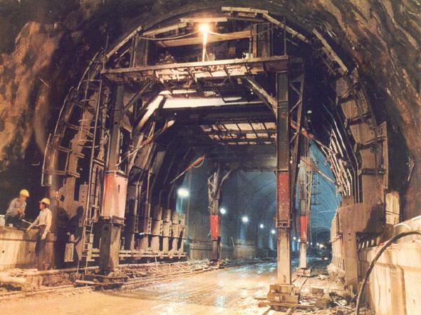 隧道施工安全技术PPT总结(124页)_1