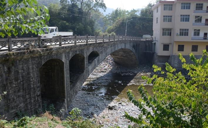 四级公路桥梁维修加固工程汇报材料_2