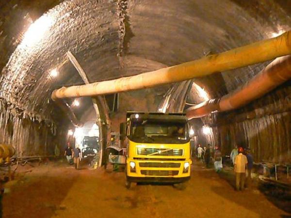 高速公路隧道施工要点及关键工序控制PPT