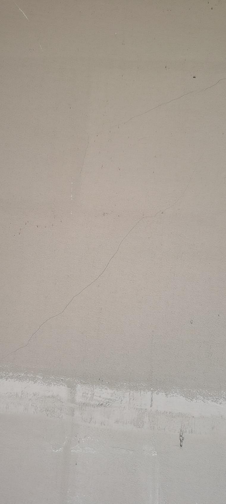 轻质石膏抹灰后出现贯通性裂缝_2