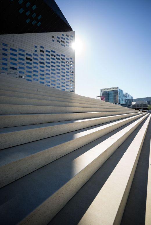 历时7年,BIG设计波尔多文化艺术中心建成开业_6