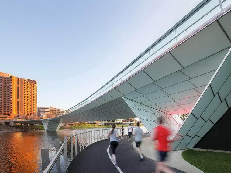 澳大利亚河岸步行桥景观