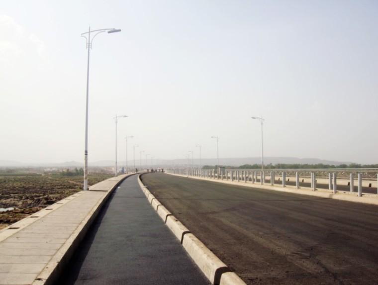 沥青混凝土道路路缘石超前预留置换施工工法