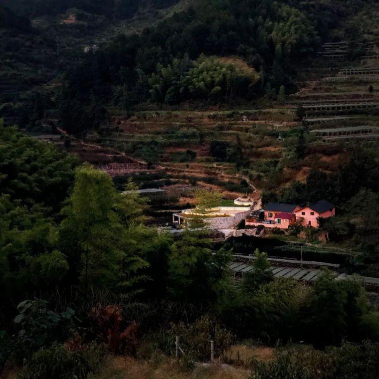 一个上海精英男,隐居浙江荒村5年,在那造了栋神奇的房子