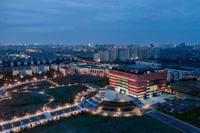 """""""网红""""图书馆——成都大学地标性建筑"""