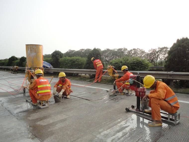 高速公路水泥混凝土旧路面加固施工工法