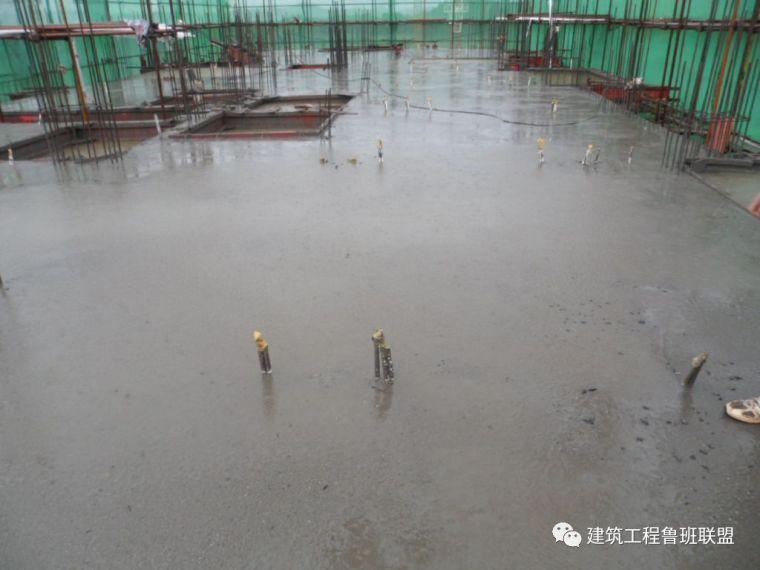 雨季浇筑混凝土?搞不好要出问题!