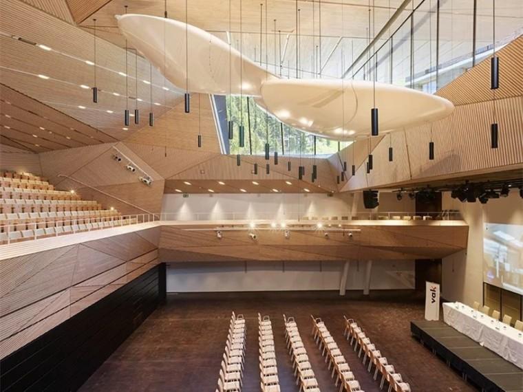 瑞士阿尔卑斯山的全新的音乐厅
