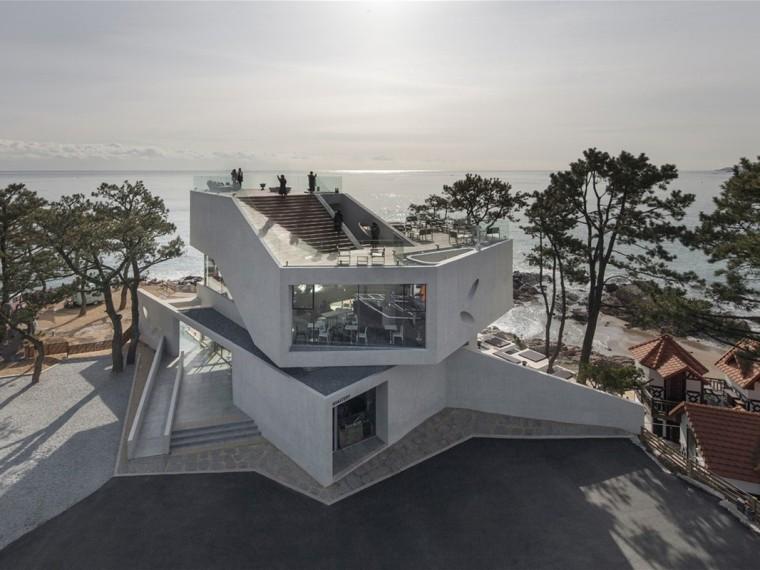 韩国Gijang海滩上的混凝土咖啡厅