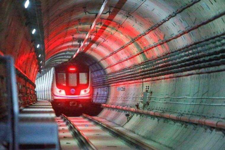 喜大普奔,穿越黄河的兰州地铁正式开通