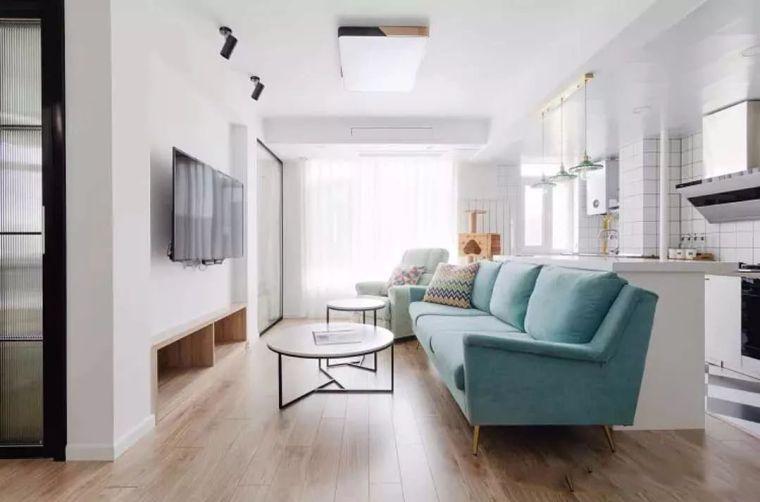 客厅装吸顶灯,虽然简单,却更实用!