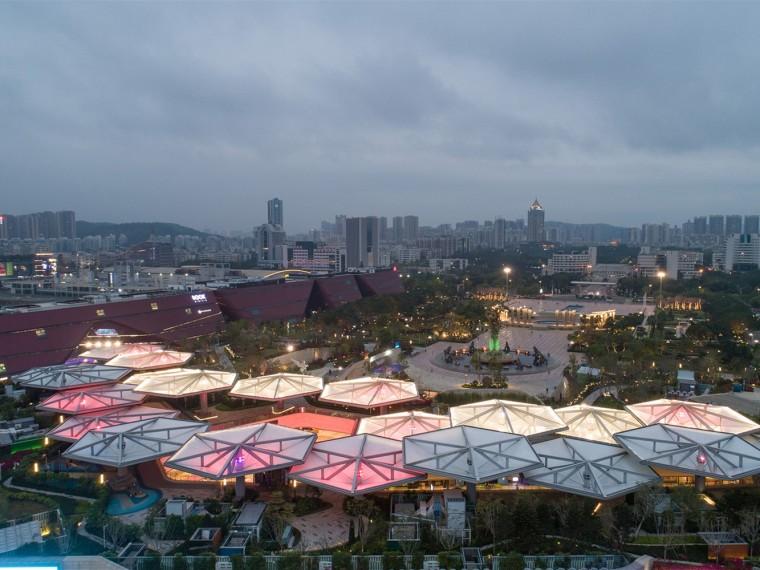 深圳龙城广场万科里屋顶遮阳伞装置