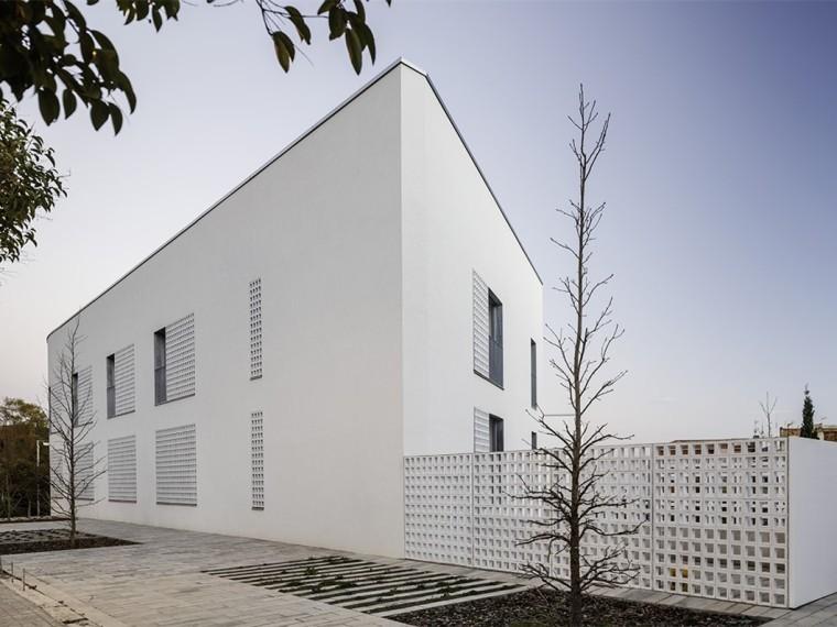 西班牙拥有44套住宅的老年住宅楼