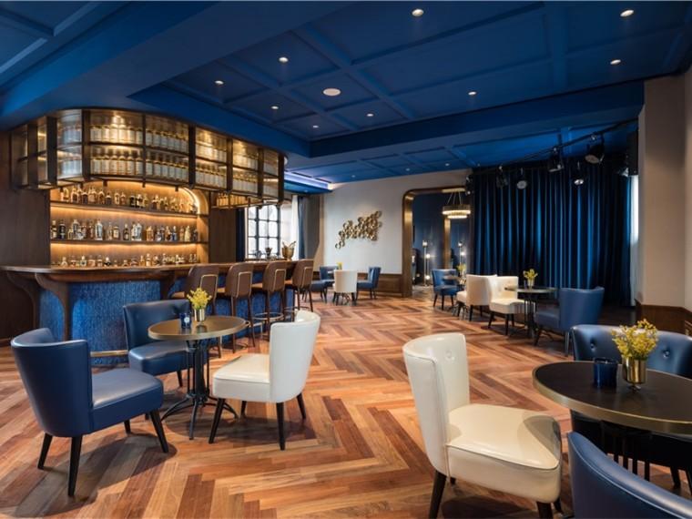 秦皇岛海边旧楼房改造的时尚酒吧