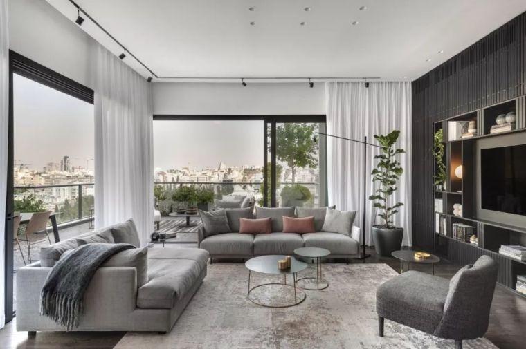 现代感公寓资料下载-现代质感公寓,哑光黑的背景墙太有线条感!