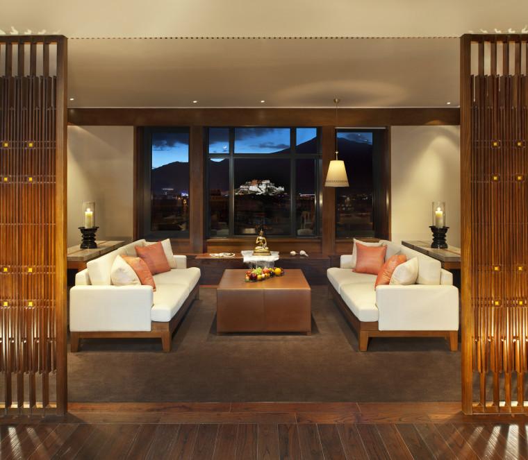 [西藏]拉萨瑞吉度假酒店装修施工图+实景图-The St. Regis Lhasa Resort—Everest Suite - Living Room with Potala Palace view