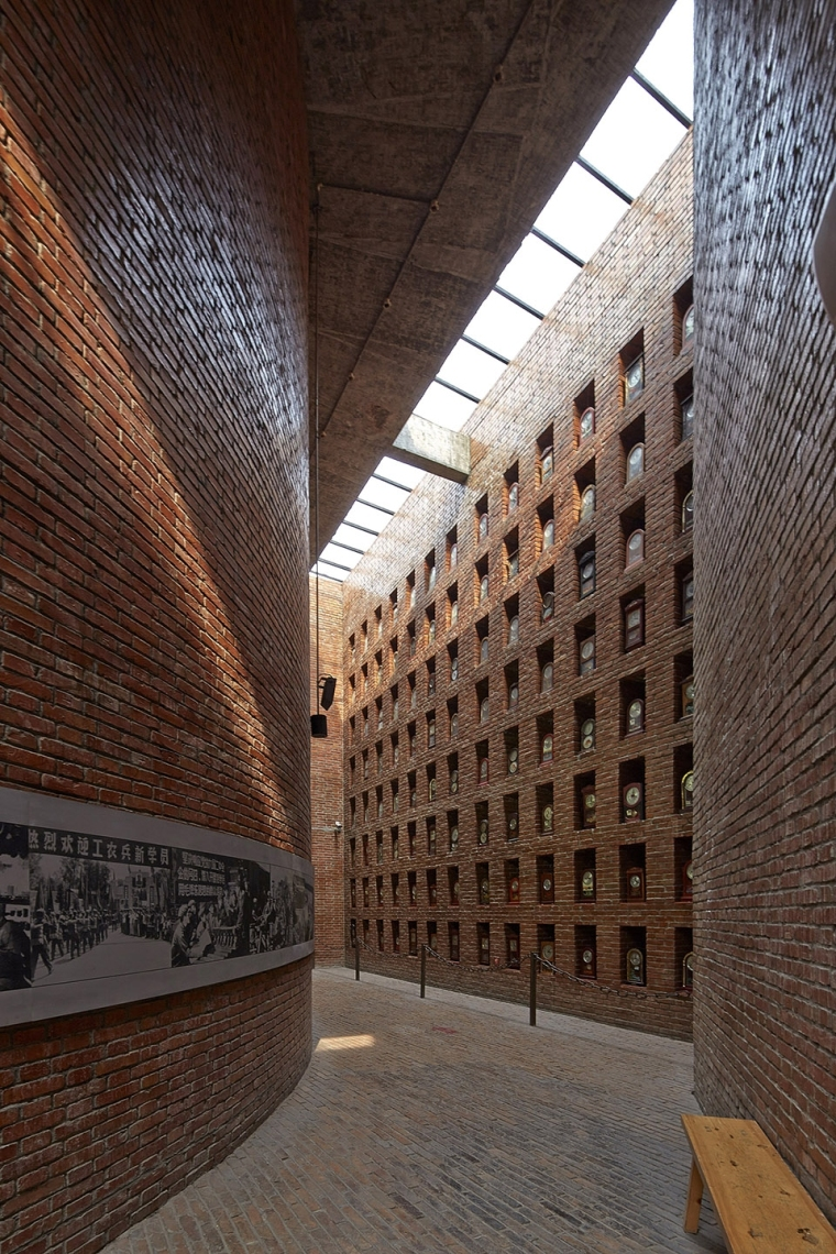 005-museum-of-cultural-revolution-clocks-jianchuan-museum-cluster-china-by-jiakun-architects-960x1440
