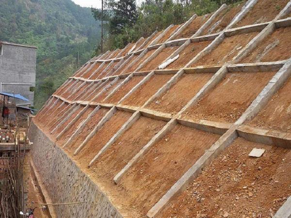 悬臂扶壁式挡土墙施工方案