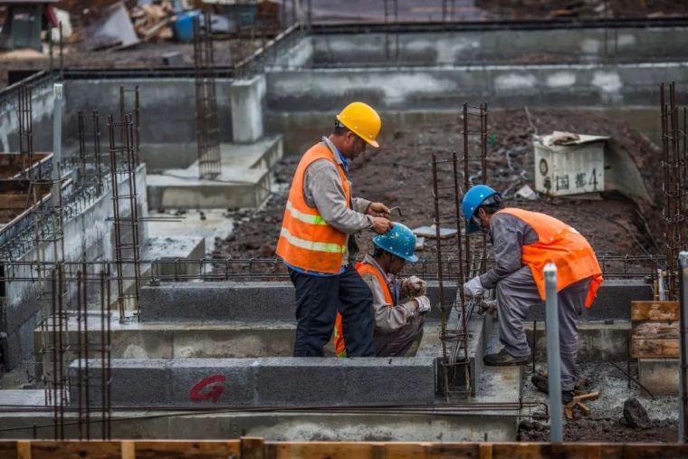 夏季施工钢筋、模板、混凝土人员应该注意点啥?_1