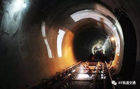 地铁隧道路面坍塌成因分析及控制措施探讨