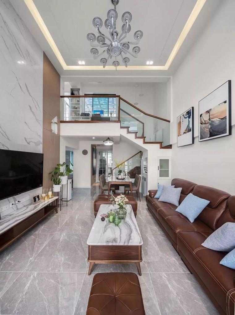120㎡小复式,只刷大白墙,挑高客厅真大气!