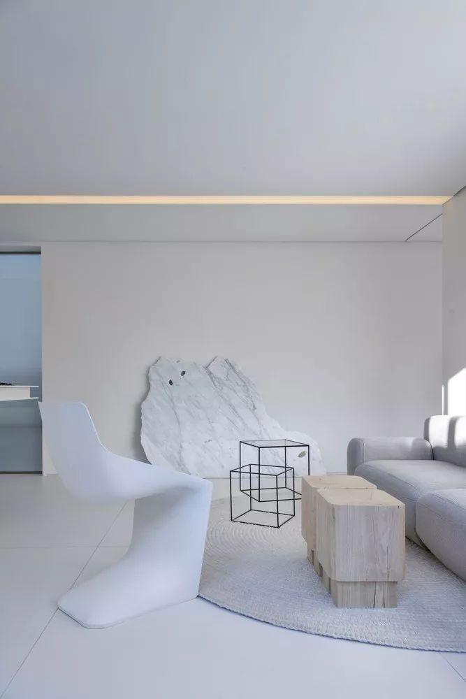 2个集装箱拼成一室一厅,60㎡的极简白实在太美了!_12