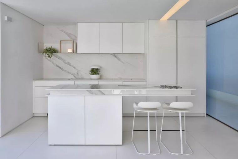 2个集装箱拼成一室一厅,60㎡的极简白实在太美了!_14