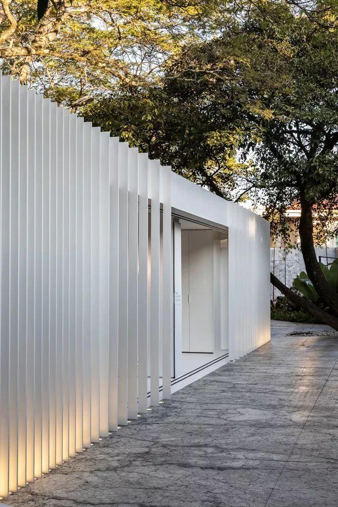 2个集装箱拼成一室一厅,60㎡的极简白实在太美了!_28