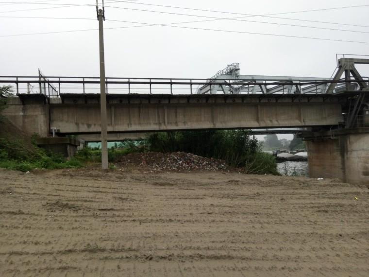 废弃连续梁铁路桥梁拆除施工方案及航道安全措施