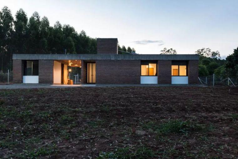 极简理念下,粗犷不羁的砖砌小屋。