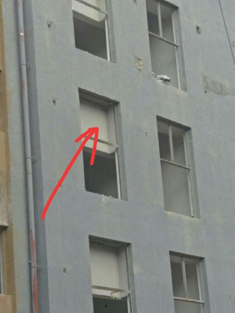 内外墙抹灰如果分不同的劳务、此处该谁施工