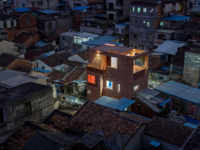 广州历史街区内一栋极小住宅的改造