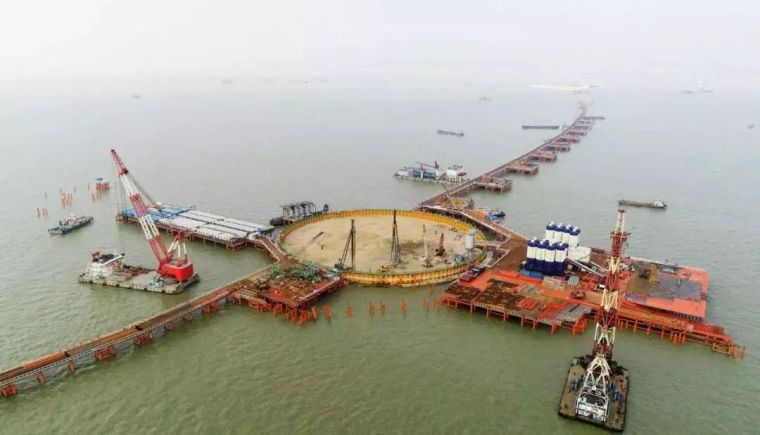 深圳、武汉建筑发生坍塌;中国工程奇迹引外媒惊叹