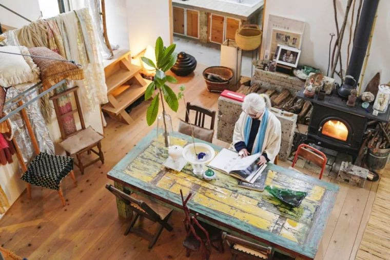 76岁奶奶亲手为自己造房子,厨房就有400m²