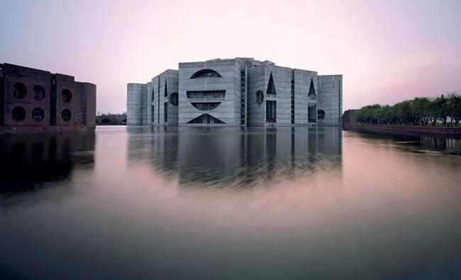 建筑诗哲—路易斯·康巅峰之作:孟加拉国达卡议会大厦