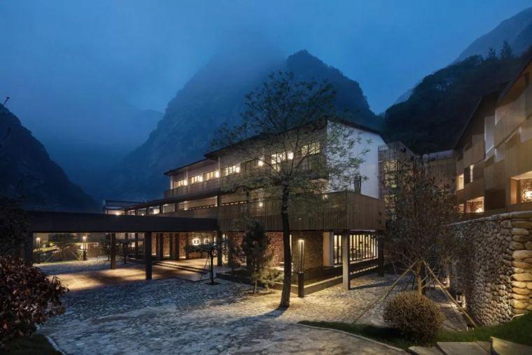 首发|石头与木条改造的山谷酒店,这么美![环球设计2046期]